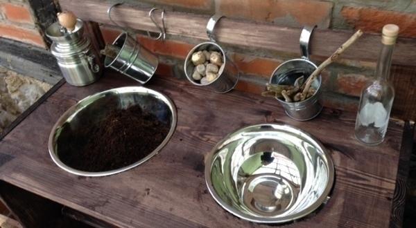 Der Perfekte Sandkasten Wir Bauen Eine Matschkuche Geborgen Wachsen