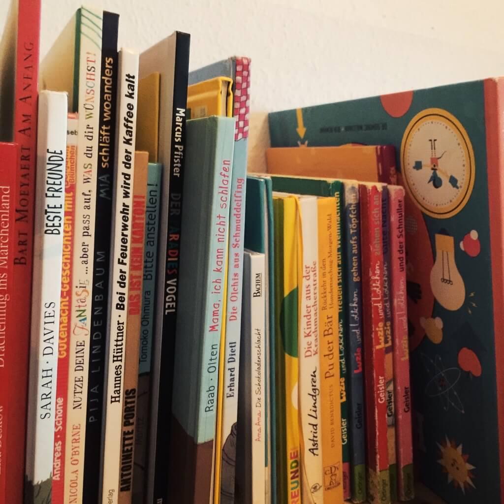 Bücherregal gemalt  Aus dem Bücherregal im Januar 2017 - Geborgen Wachsen