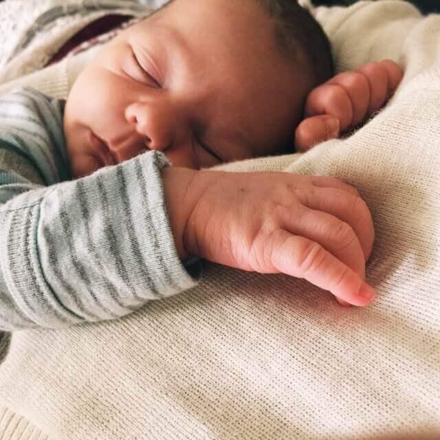 baby schläft nur auf mir